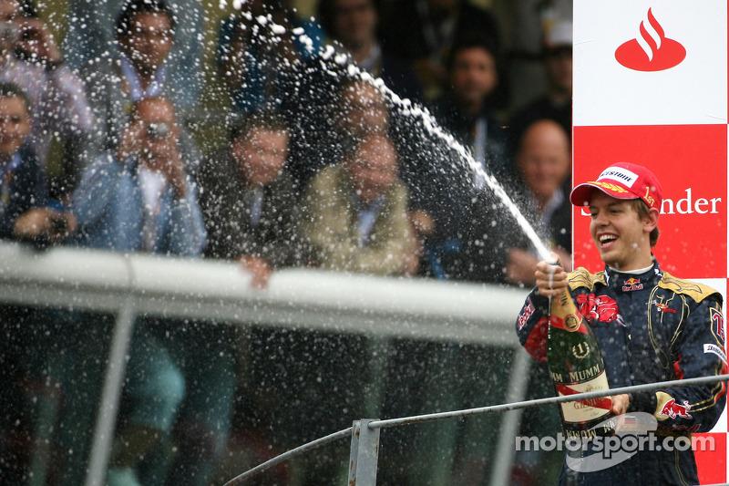 Vettel feiert den 1. Formel-1-Sieg