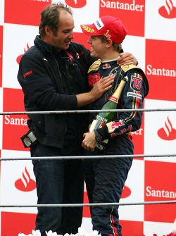 Podium: Sebastian Vettel célèbre sa victoire avec Gerhard Berger