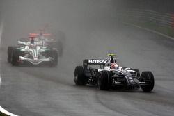 Kazuki Nakajima, Williams F1 Team devant Jenson Button, Honda Racing F1 Team