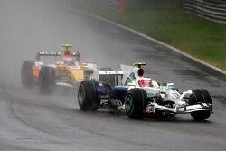 Rubens Barrichello, Honda Racing F1 Team devant Nelson A. Piquet, Renault F1 Team