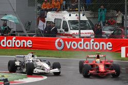 Felipe Massa, Scuderia Ferrari dépasse Nick Heidfeld, BMW Sauber F1 Team