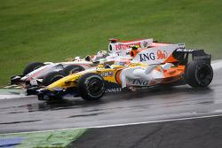 Adrian Sutil, Force India F1 Team et Nelson A. Piquet, Renault F1 Team