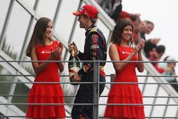 Podium: Le vainqueur Sebastian Vettel