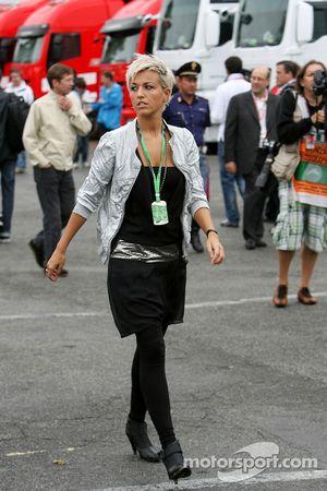La petite amie de Christian Klien, pilote d'essai BMW Sauber F1 Team