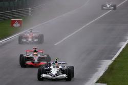 Robert Kubica, BMW Sauber F1 Team et Lewis Hamilton, McLaren Mercedes