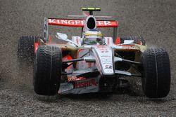 Giancarlo Fisichella, Force India F1 Team, avec l'aileron avant cassé