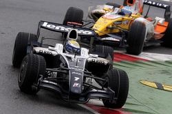 Nico Rosberg, WilliamsF1 Team, FW30 et Fernando Alonso, Renault F1 Team, R28