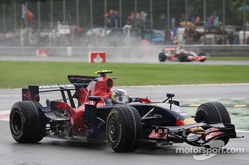 Im Regen ist Vettel eine Klasse für sich