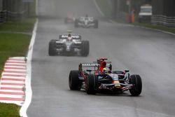 Sébastien Bourdais, Scuderia Toro Rosso, STR03 devant Kazuki Nakajima, Williams F1 Team, FW30