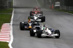 Robert Kubica, BMW Sauber F1 Team, F1.08 leads Mark Webber, Red Bull Racing, RB4