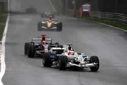 Rubens Barrichello, Honda Racing F1 Team, RA108 devant Sébastien Bourdais, Scuderia Toro Rosso, STR03