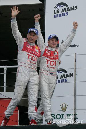 Podium LMP1 : vainqueurs de classe et du général Allan McNish et Rinaldo Capello