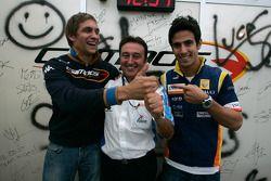Адриан Кампос, руководитель Barwa International Campos Team празднует победу в чемпионате 2008 года