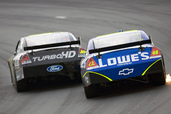 Greg Biffle devant Jimmie Johnson