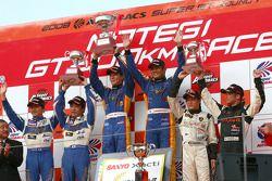 GT300 podium: class winners Manabu Orido and Tsubasa Abe, second place Koji Yamanishi and Atsushi Yogo, third place Koji Yamanishi and Atsushi Yogo