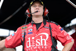 Le capitaine de Dish Network Greg Erwin regarde la course