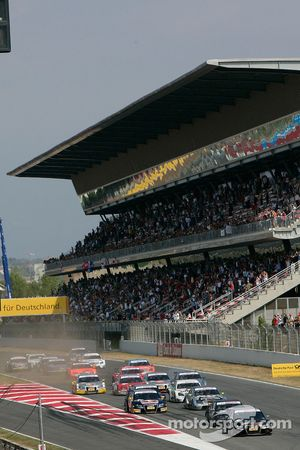 Start: Timo Scheider, Audi Sport Team Abt, Audi A4 DTM and Paul di Resta, Team HWA AMG Mercedes, AMG