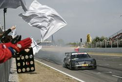 Paul di Resta, Team HWA AMG Mercedes, AMG Mercedes C-Klasse takes the checkered flag