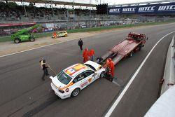 Accident au départ de Felix Porteiro, BMW Team Italy-Spain, BMW 320si et Gabriele Tarquini, SEAT Sport, SEAT Leon TDI
