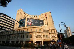 Lewis Hamilton, McLaren Mercedes en carteles alrededor de Singapur
