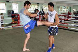 Mark Webber, Red Bull Racing aprende boxeo tailandés