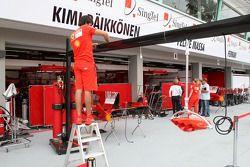 Installation au garage Scuderia Ferrari
