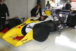 Joachim Ryschka vérifie la Scuderia Grifo Corse entered IRL G-Force Chevy 3.5 V8
