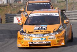 Gordon Shedden devant Tom Chilton
