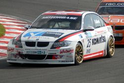 Rob Collard devant Colin Turkington