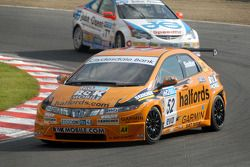 Gordon Shedden devant Mike Jordan