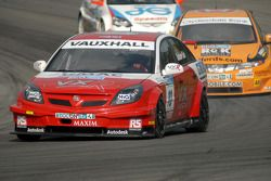 Tom Onslow-Cole devant Gordon Shedden et Mike Jordan