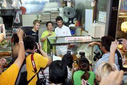 Sebastian Vettel and Mark Webber en el Newton Food Circus