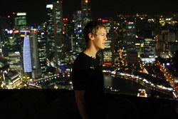 Sebastian Vettel en el helipuerto del Hotel suizo