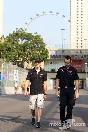 Claudio Balestri et Sébastien Bourdais pendant la reconnaissance du circuit