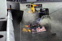 Марк Уэббер, Red Bull Racing, разбитая машина
