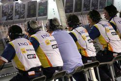 Les ingénieurs Renault F1 Team et Flavio Briatore