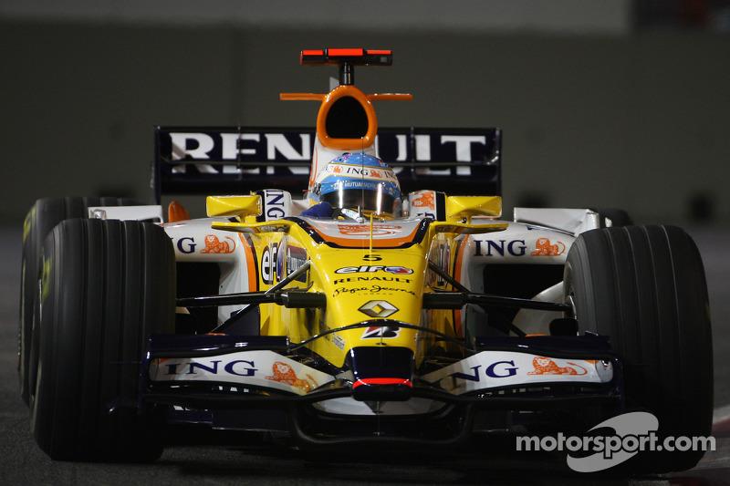 Результаты тренировок обещали сюрпризы. Если в первой сессии быстрее всех были парни из McLaren и Ferrari, то вторую и третью практики внезапно возглавил Алонсо. Было очевидно, что на нетипичной сингапурской трассе он может побороться за многое