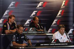 Conférence de presse FIA du vendredi : Christian Horner, Red Bull Racing, Gerhard Berger, Scuderia Toro Rosso, Adam Parr, Williams F1 Team et Norbert Haug, Mercedes