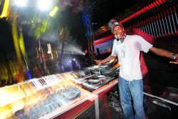 Red Bull Party à Sentosa Island: Maxi Jazz
