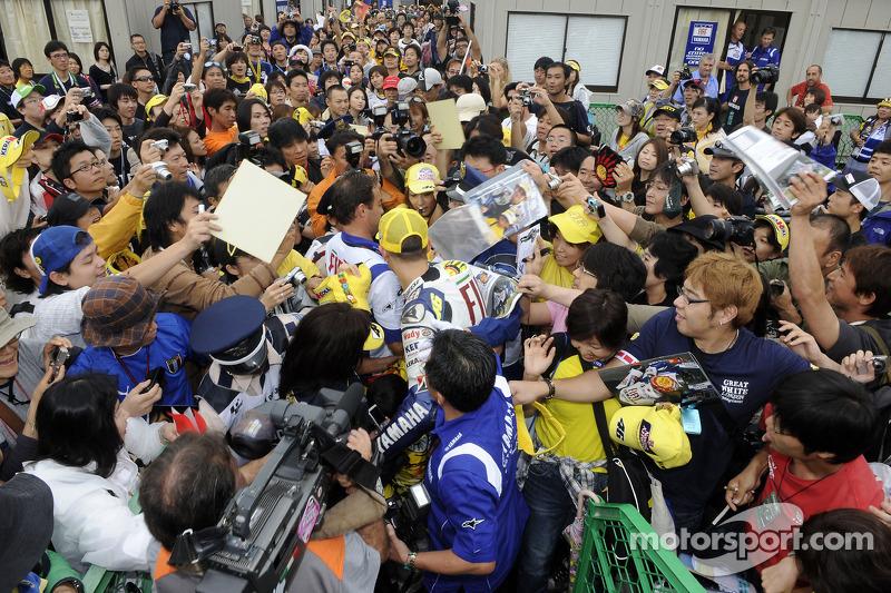Valentino Rossi con sus fans