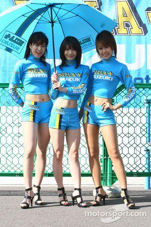The lovely Rizla+ Suzuki girls