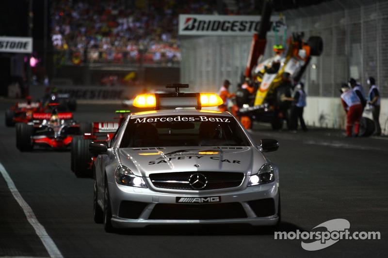 Nelson A. Piquet, Renault F1 Team, choca y sale el coche de seguridad