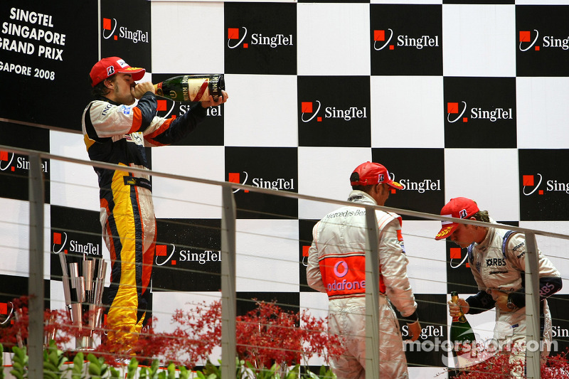 Podio: ganador de la carrera Fernando Alonso, segundo lugar de Nico Rosberg y Lewis Hamilton el terc