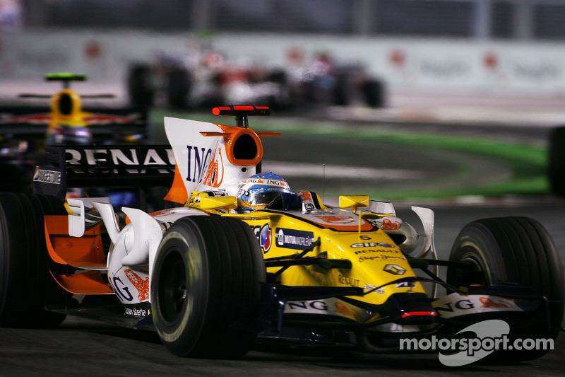 بعد عودته إلى رينو في 2008، أحرز فرناندو ألونسو الفوز ضمن ظروف مثيرة للجدل في سنغافورة