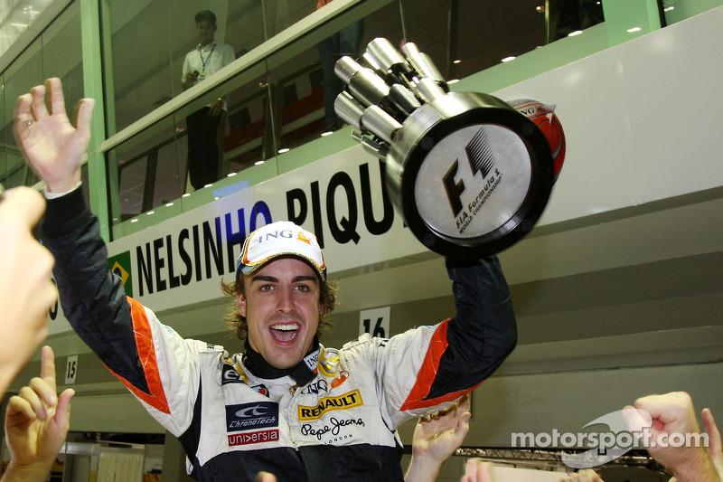 Ganador Fernando Alonso celebra