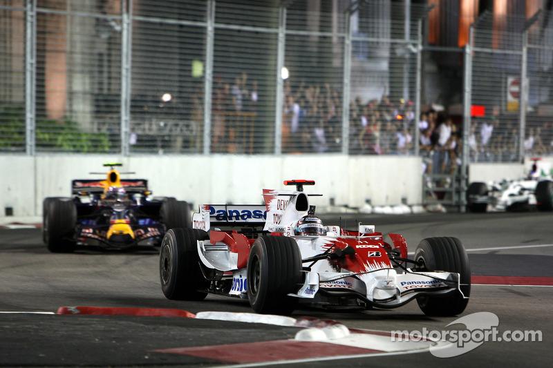 Jarno Trulli, Toyota Racing, TF108; Mark Webber, Red Bull Racing, RB4