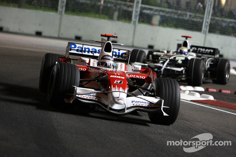 Jarno Trulli, Toyota Racing, TF108; Nico Rosberg, WilliamsF1 Team, FW30