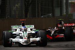 Jenson Button, Honda Racing F1 Team, RA108 devant Heikki Kovalainen, McLaren Mercedes, MP4-23