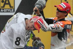 Podium: champagne for Valentino Rossi and Dani Pedrosa