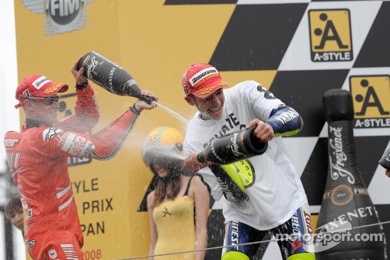 Podio: ganador de la carrera y campeón del mundo 2008 Valentino Rossi y Casey Stoner el segundo lug